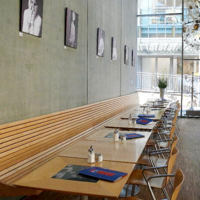 antoniter-cafe-stanton-moebel sitzmobel bank tisch