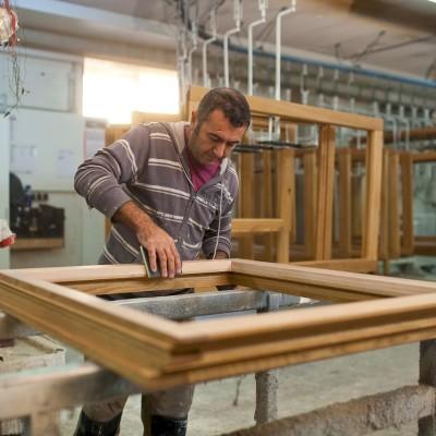 Holzfenster oder Kunststofffenster – Wo liegen die Unterschiede? Was sollte man bei einer Entscheidung beachten?
